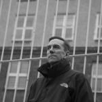 Mario Röllig vor der Gedenkstätte Hohenschönhausen