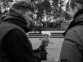 Gdenken mit weißen Rosen