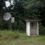 Telefonzelle mitten im Urwald