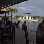 Restaurants direkt auf dem Wasser. Meist nicht gut, dafür teuer.