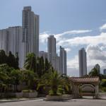 Gated Comunities und Hochhäuser mit teuren Apartments und Concierge