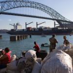 Einfahrt in den Panamakanal vom Pazifik