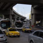 Plaza cinquo de Mayo. Hier laufen mehrere Autobahnen, Buslinien und die Metro zusammen