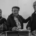 Manfred Müller, ehrenamtlicher Helfer im Gespräch mit Gästen