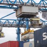 Betrieb rund um die Uhr im Hafen von Rotterdam
