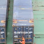 Mit Streben müssen die Container gesichert werden